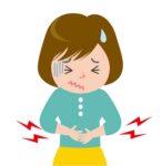 腹痛をこらえる女性